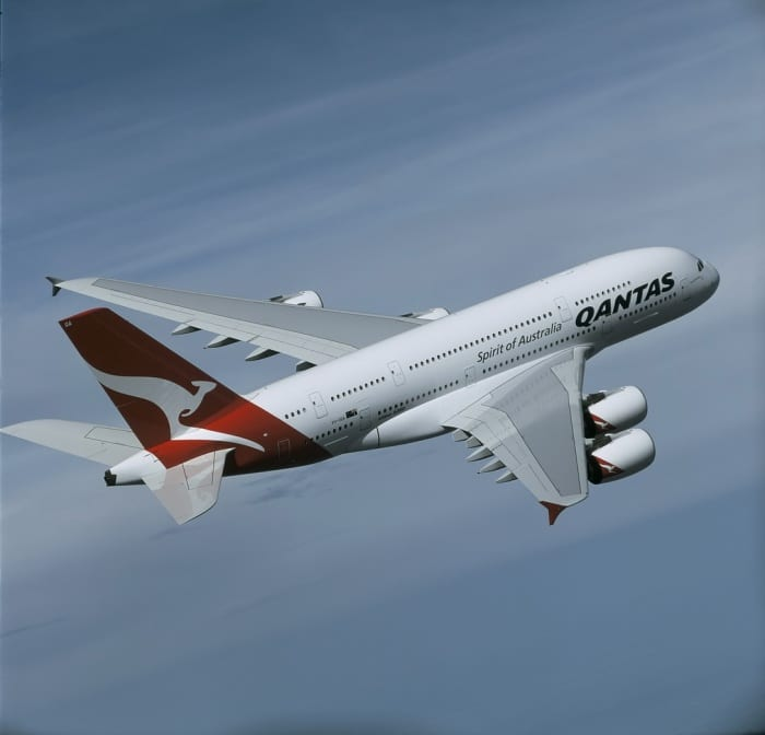 Qantas delays international return until end of October